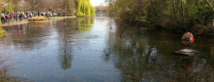 St James's Park is one of London's best parks and gardens.
