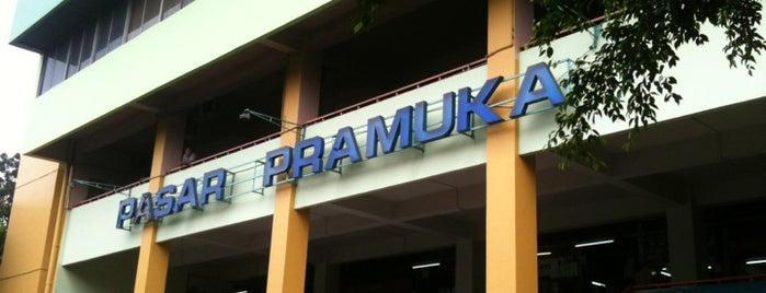 Pasar Pramuka is one of Vinyl Badge.