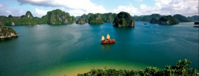 Vịnh Hạ Long (Ha Long Bay) is one of UNESCO World Heritage Sites (Asia).