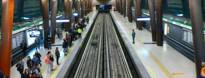 Metro Vicente Valdés is one of Estaciones del Metro de Santiago.