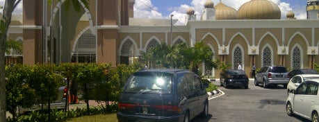 Masjid Khalid Ibnu Al Walid is one of Baitullah : Masjid & Surau.