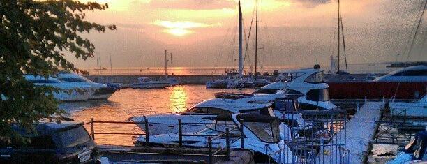 More. Yachts & Seafood is one of Рестораны с нереальным видом.