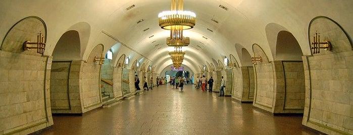 Станція «Площа Льва Толстого» is one of Київський метрополітен.