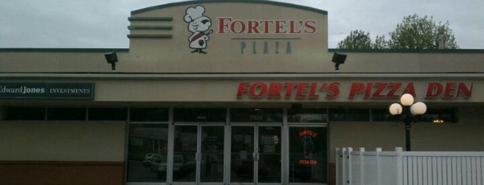 Fortel's Pizza Den is one of Good Eats~!.