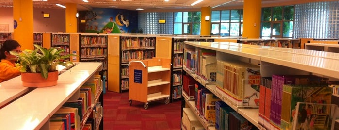 Geylang East Public Library is one of Hole-in-the-Wall finds by ian thomtori.