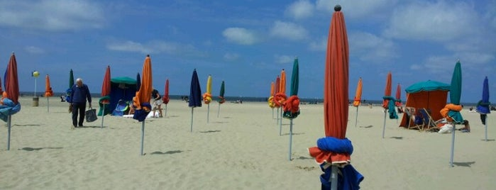 Plage de Deauville is one of Loisirs.