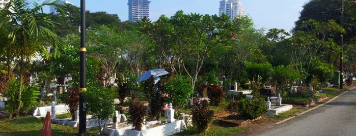 Tanah Perkuburan Islam Bukit Kiara is one of where to stay!!.