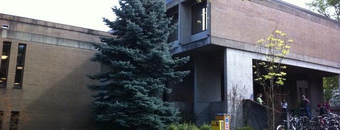 McKenzie Hall is one of University of Oregon Buildings.