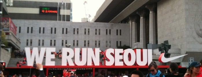 クァンファムン(光化門)広場 is one of Seoul #4sqCities.