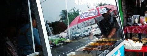 ร้านฮัจญะรอฝีหย๊ะ ข้าวแกง แกงถุง อาหารตามสั่ง is one of ร้านอาหารมุสลิม.