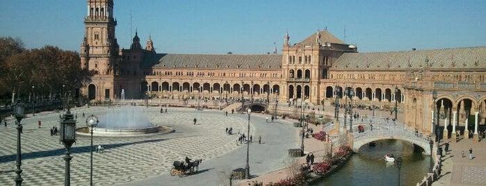 Spain Square is one of Los 5 lugares más románticos de Sevilla.