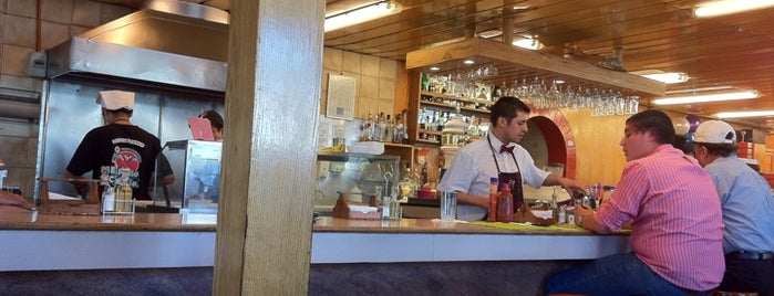 El Pollo Caballo is one of picadas pa' comer weno.
