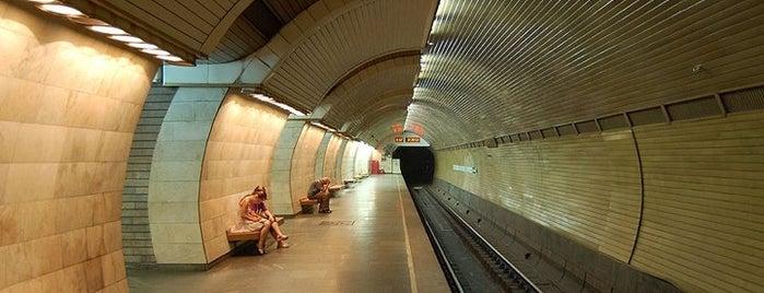 Станція «Печерська» is one of Київський метрополітен.