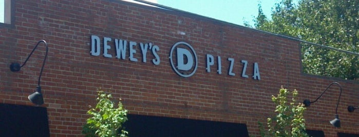 Dewey's Pizza is one of Campus Eats.