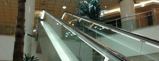 Oeiras Parque Shopping Center is one of Shopping.