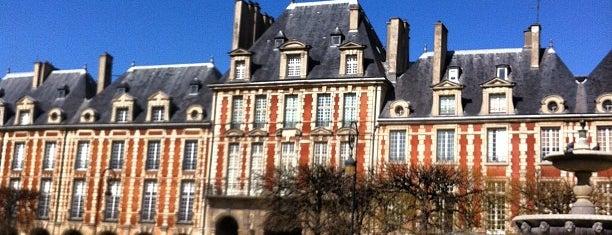 Place des Vosges is one of เที่ยวช้อปปิ้ง Paris!.