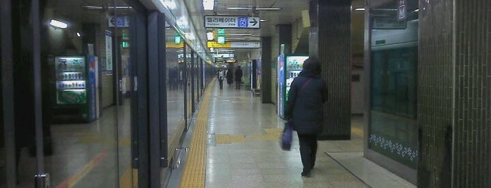 Sindang Stn. is one of Subway Stations in Seoul(line1~4 & DX).