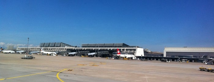 Stuttgart Manfred Rommel Havalimanı (STR) is one of Airports in Europe, Africa and Middle East.