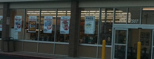 Edwards Food Giant is one of Shopping.