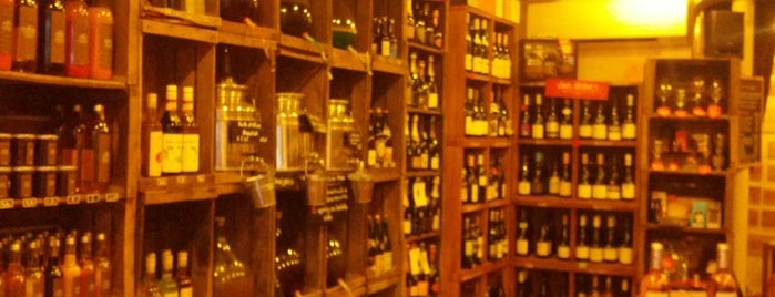 Le Barav is one of The VERY best wine bars in Paris.