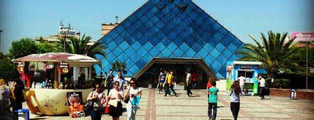 Zafer Plaza is one of ALIŞVERİŞ MERKEZLERİ / Shopping Center.