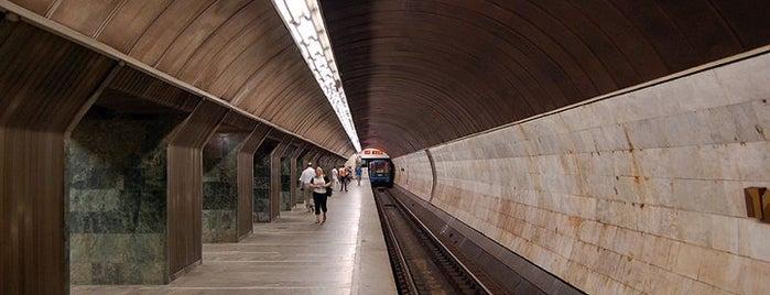 Станція «Палац Спорту» is one of Київський метрополітен.