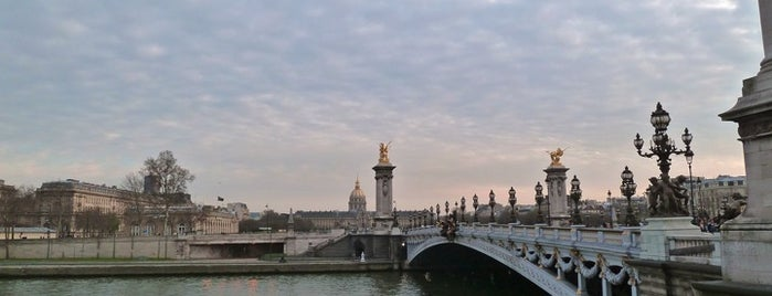 Alexander III Bridge is one of Week-end à Paris.