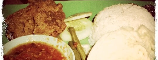 Highway Nasi Lalap is one of Yeh's Fav Food!! ^o^.