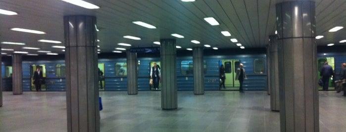 Corvin-negyed (M3) is one of Budapesti metrómegállók.