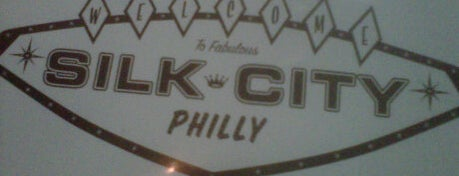 Silk City Diner Bar & Lounge is one of Diners, Drive-Ins, & Dives.