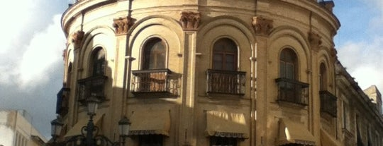 Domecq El Gallo Azul is one of Comer (bien) en Jerez.
