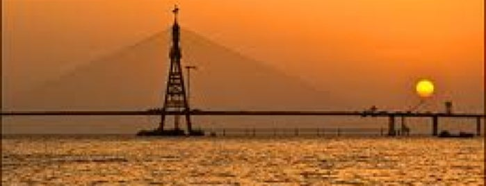 Worli Sea Face is one of Guide to Mumbai's best spots.