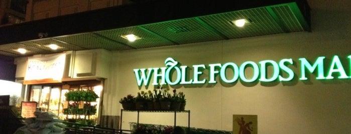 Whole Foods Market is one of Mis lugares más queridos !.