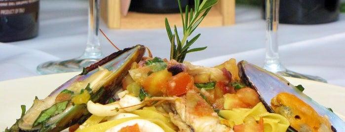 Gusto's Ristorante Italiano is one of Sitios del mes.
