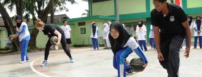 Pesantren Asshidiqiyah Kedoya is one of Duta Olahraga AS berkunjung ke Indonesia.