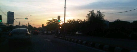 Traffic Light To Bkt Tinggi is one of Highway & Common Road.