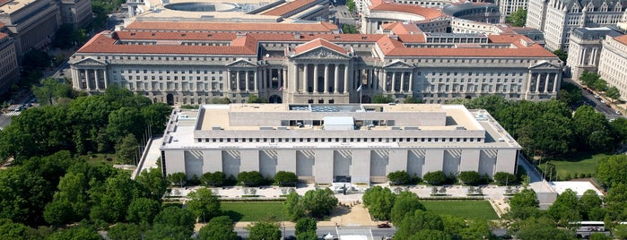 National Museum of American History is one of National Mall Tour.