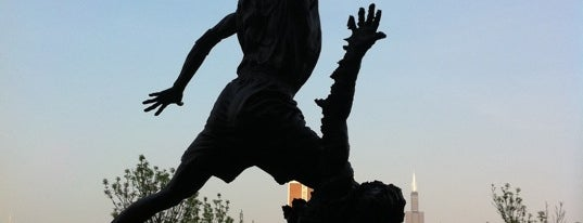 The Spirit by by Omri & Julie Rotblatt-Amrany (Michael Jordan Statue) is one of Windy City Badge.