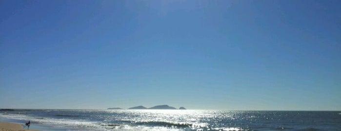 Praia dos Cavaleiros is one of Região dos Lagos.