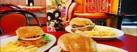 Sixties Burger is one of Algunos lugares....