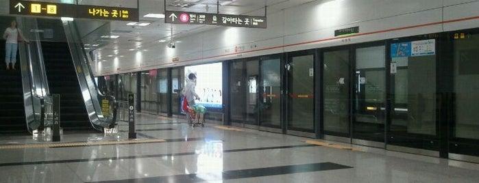 Garak Market Stn. is one of Subway Stations in Seoul(line1~4 & DX).