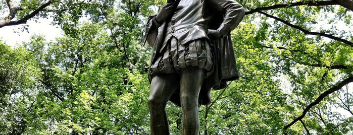 """William Shakespeare Statue is one of """"Be Robin Hood #121212 Concert"""" @ New York!."""