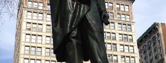 """Abraham Lincoln Statue is one of """"Be Robin Hood #121212 Concert"""" @ New York!."""