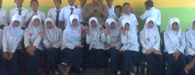 Kelas 8.6 MTsN Bukit Raya is one of School Favorite.