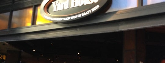 Yard House is one of The 15 Best Places for a Seafood in Honolulu.