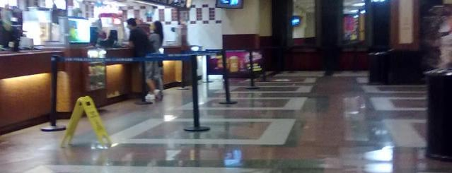 Cinemark is one of preciso vir aqui!!!!!!.