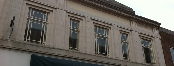Marks & Spencer is one of arts décoratifs de Newark.