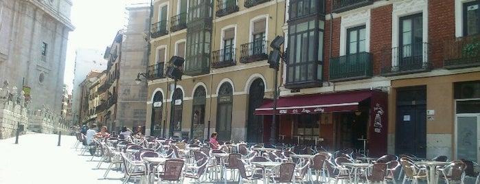 El largo adiós (Cafetín) is one of Pucela imprescindible.