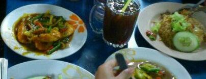 Char Kuey Teow Jalan Pecah Batu is one of Makan2 Sampai Gemok.