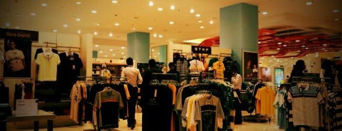Shoppers Stop is one of Kolkata.